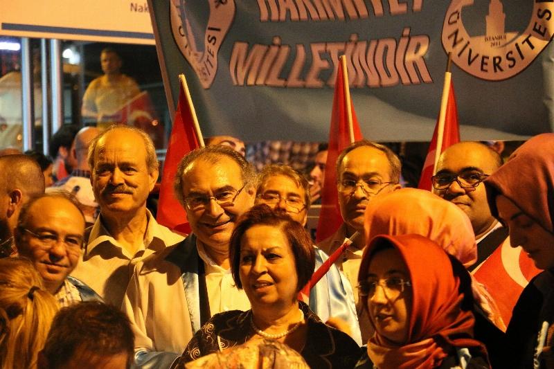 Üsküdar Üniversitesi'nden demokrasi şehitlerinin eş ve çocuklarına tam burs
