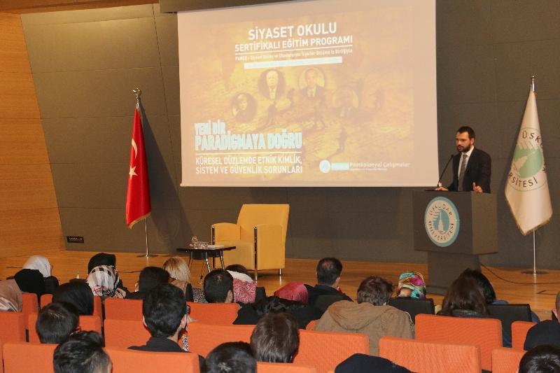 """Siyaset Okuluna katılan Bakan Yardımcısı Abdurrahim Boynukalın:  """"15 Temmuz sonrası gençler kapalı bütün yapılara öfkeli"""""""