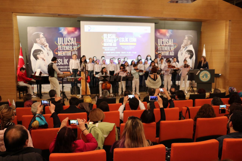 """Prof. Dr. Nevzat Tarhan: """"Üstün yetenekli çocukları harcama ülkesiyiz"""""""