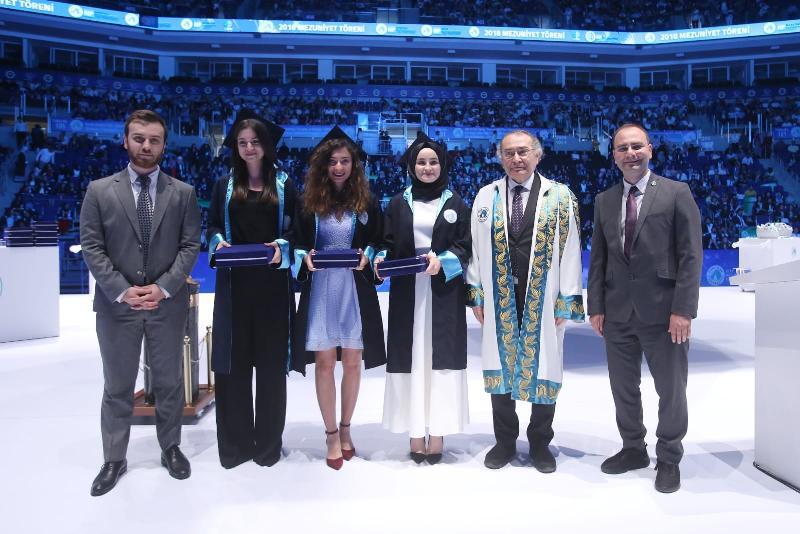 Üsküdar Üniversitesi'nde 5. Mezuniyet coşkusu 4