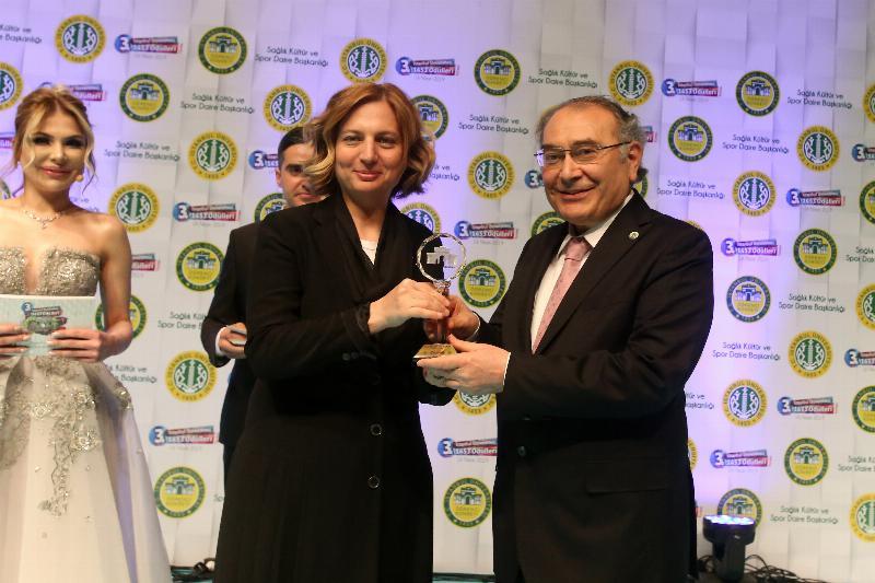 """Prof. Dr. Nevzat Tarhan'a """"Yılın Yazarı"""" Ödülü"""