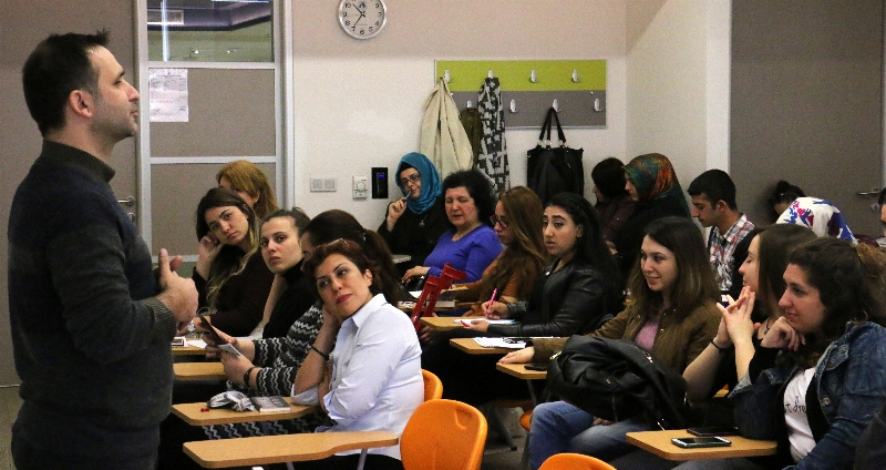 İletişimciler Türkiye'de Sosyal Medyanın Gelişimini Konuştu