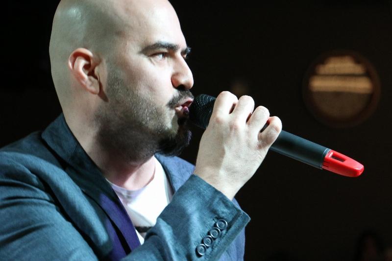 Sanatçı Toygar Işıklı Üsküdarlı öğrencilerle düet yaptı. 2