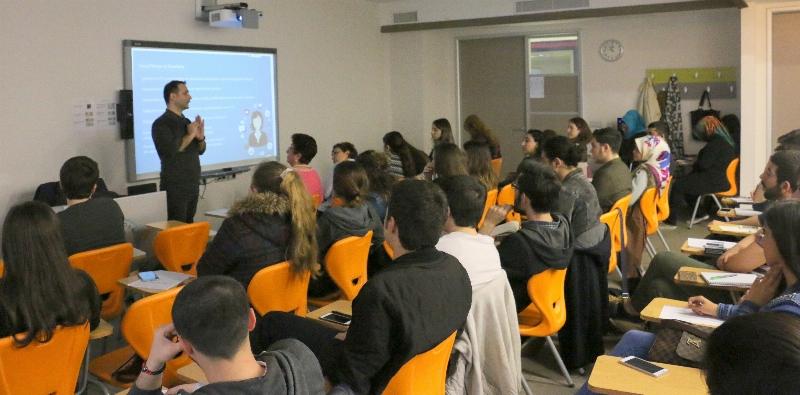 İletişimciler Türkiye'de Sosyal Medyanın Gelişimini Konuştu 2