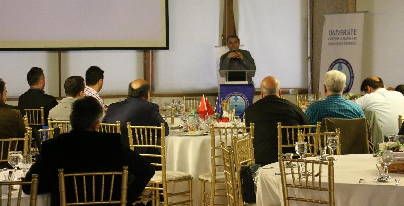 Prof. Dr. Nevzat Tarhan akademisyenlere 'Akademi Dünyasında Liderlik' i anlattı. 4