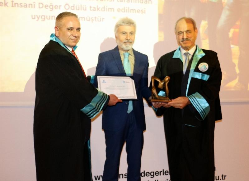 Yüksek İnsani Değerler Ödülleri Gözyaşları Eşliğinde Sahiplerini Buldu… 5