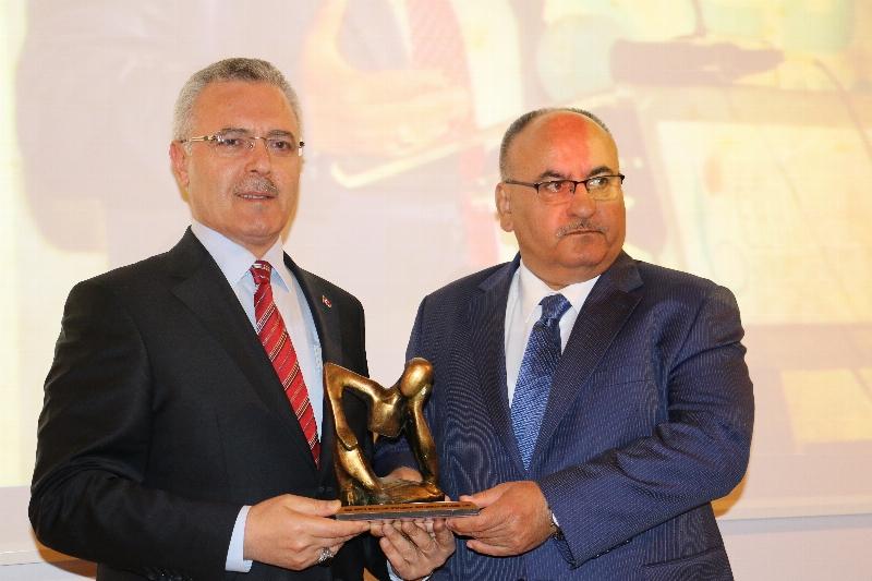 Hasan Can'a Yüksek İnsani Değer Ödülü...