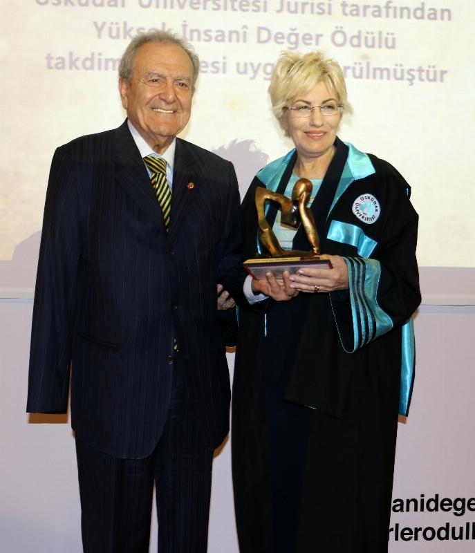 Prof.Dr. Agop Kotoğyan'a Yüksek İnsani Değer Ödülü