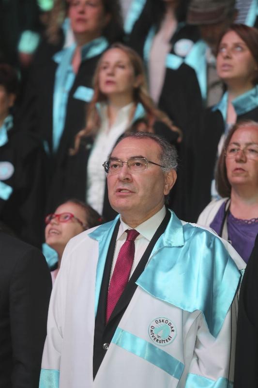 Üsküdar Üniversitesi 2015-2016 yılı mezunlarını görkemli bir törenle uğurladı... 4