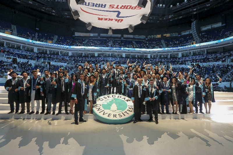 Üsküdar Üniversitesi 2015-2016 yılı mezunlarını görkemli bir törenle uğurladı... 3
