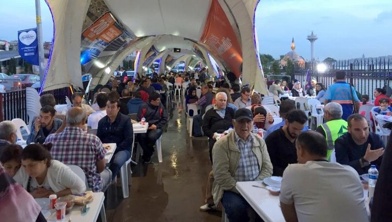 Üsküdar Üniversitesi'nden Üsküdar'da 32 bin kişilik iftar…