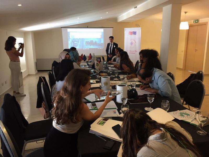 """Üsküdar Üniversitesi, """"Suriyeli Mülteci Çocuklarla El Ele"""" projesi kapsamında Palermo'yu ziyaret etti."""