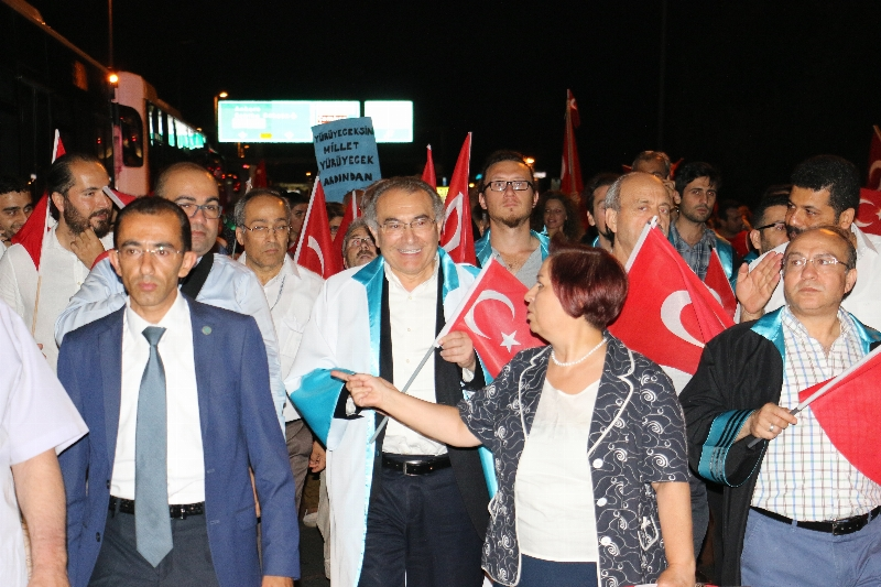 Üsküdar Üniversitesi Şimdi de Boğaziçi Köprüsüne Yürüdü... 4