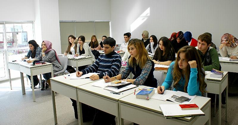 Üsküdar Üniversitesi öğrencilerine formasyon kolaylığı sağlıyor.