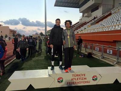Üsküdar Üniversitesi sporcu öğrencilerini bursla destekliyor…