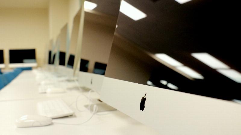 Üsküdar Üniversitesi Mac Laboratuvarı öğrencilerini bekliyor.