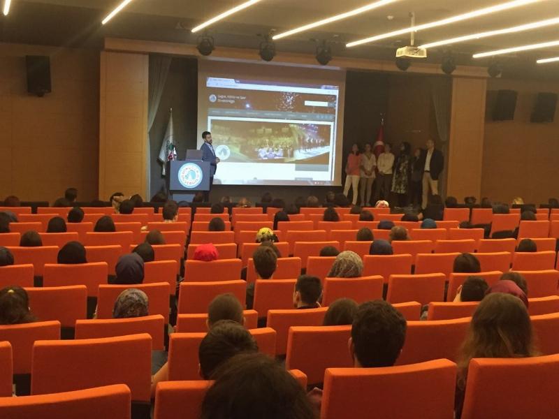 Üsküdar Üniversitesi yeni yıl oryantasyon programları hazırlık öğrencileriyle başladı. 2