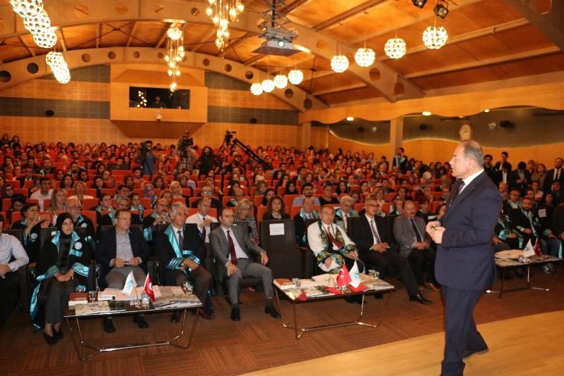 Üsküdar Üniversitesi'nde Akademik Yılın ilk dersi Sağlık Bakanı Recep Akdağ'dan... 4