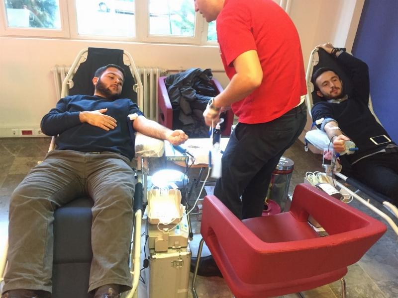 Üsküdar Üniversitesi kan bağışı için kuyrukta...