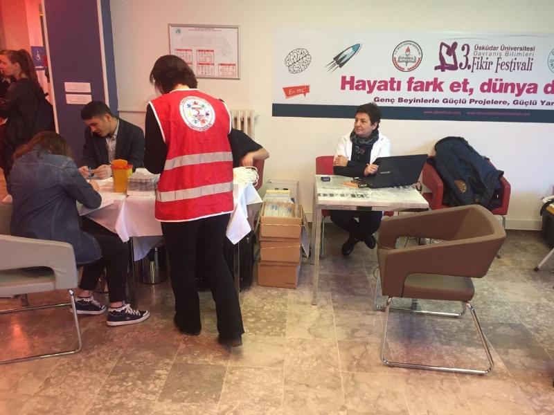 Üsküdar Üniversitesi kan bağışı için kuyrukta... 3