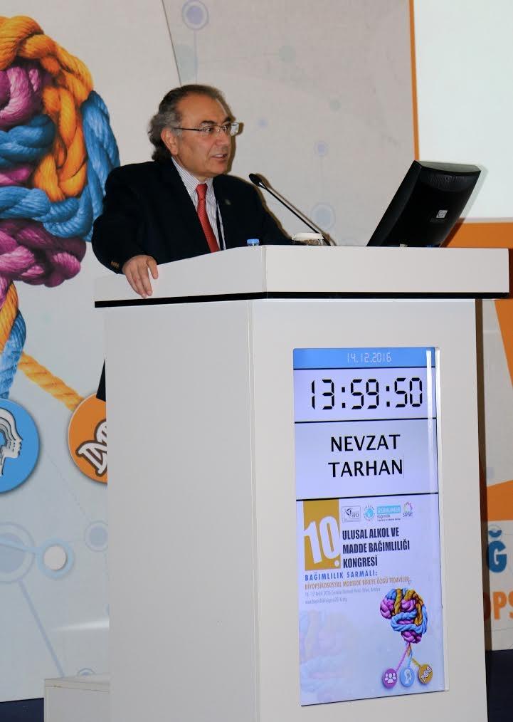 """Prof. Dr. Nevzat Tarhan: """"Kimya mühendisleri yeni zehirler üretiyor"""""""