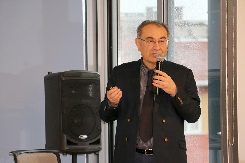 """Prof. Dr. Nevzat Tarhan: """"Mutluluğunuzu maddelere bağlamayın"""" 2"""