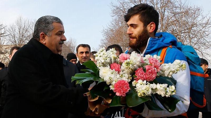 İsa Kör Gazi Mecliste çiçekler ve basın ordusuyla karşılandı 2