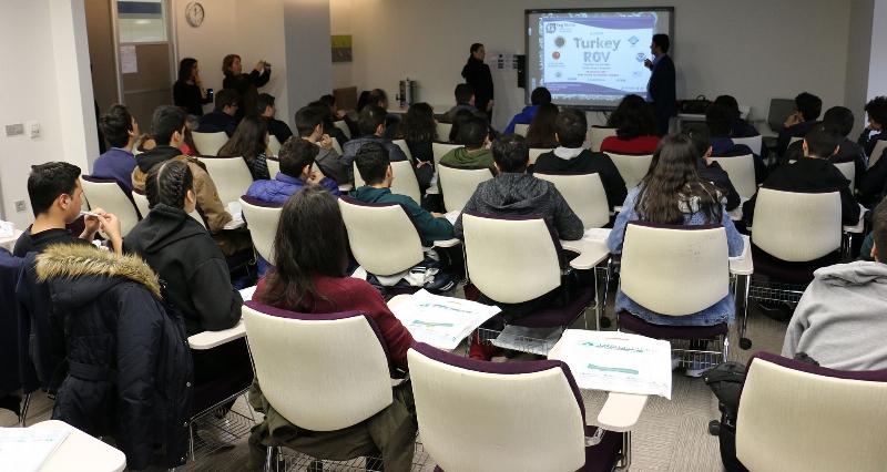 Geleceğin bilim insanları Üsküdar Üniversitesi'ni ziyaret etti