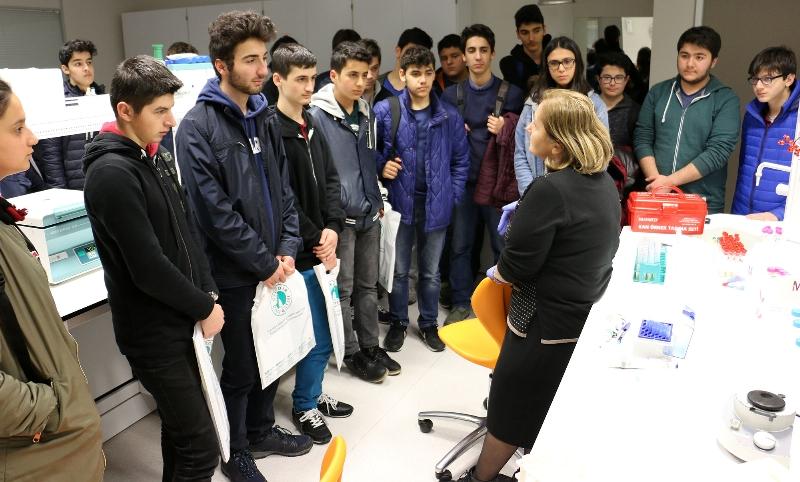Geleceğin bilim insanları Üsküdar Üniversitesi'ni ziyaret etti 3
