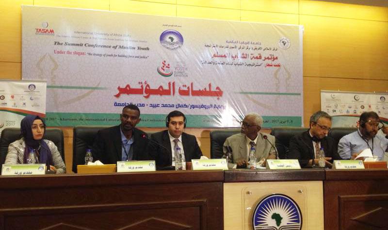 Üsküdar Üniversitesi öğrencisinden uluslararası konferansta islamofobi sunumu