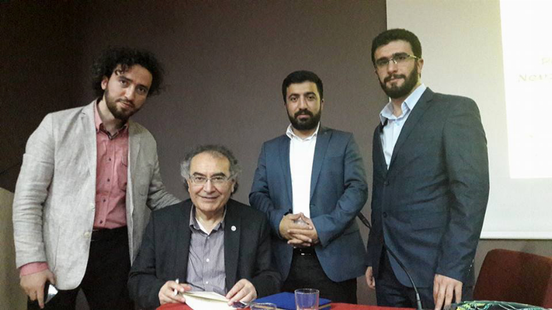 """Prof. Dr. Nevzat Tarhan: """"Sevmek, kimyasal yatırım gerektirir"""""""