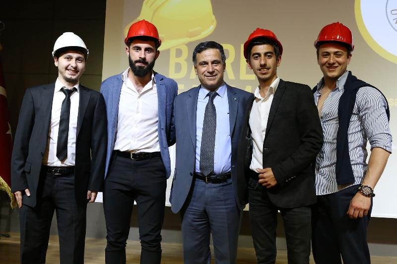 Türkiye'nin ilk baret töreni Üsküdar Üniversitesinde yapıldı. 2
