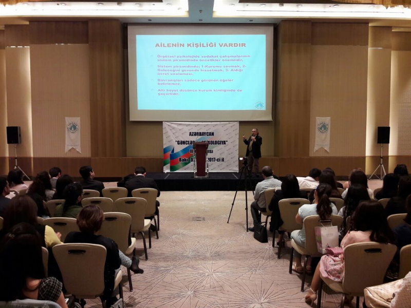 Prof. Dr. Nevzat Tarhan Bakü'de psikiyatrik tedavi yöntemlerini anlattı