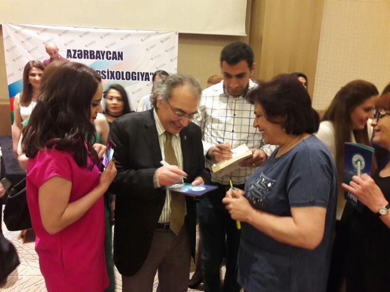 Prof. Dr. Nevzat Tarhan Bakü'de psikiyatrik tedavi yöntemlerini anlattı 3
