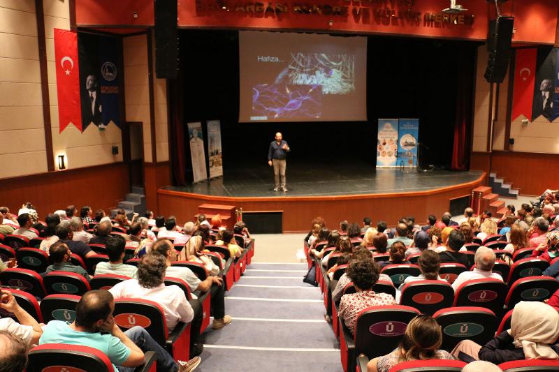 Prof. Dr. Sinan Canan insan ve beyin ilişkisini anlattı