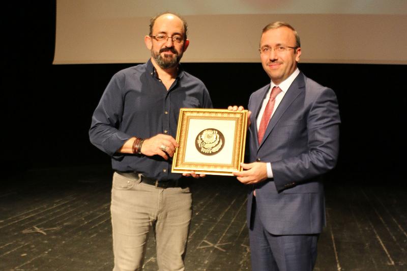Prof. Dr. Sinan Canan insan ve beyin ilişkisini anlattı 3