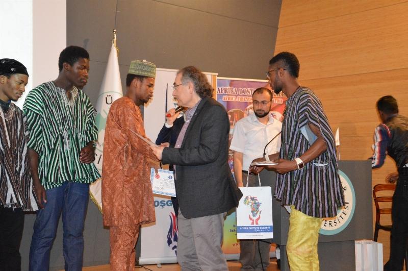 Afrikalı öğrencilerin renkli mezuniyet töreni 3