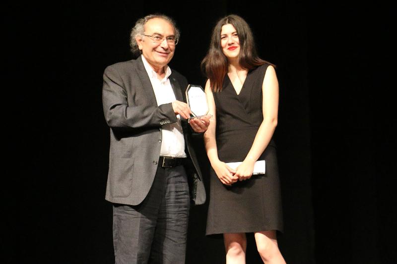 BAYEV'den Prof. Dr. Nevzat Tarhan'a onur ödülü