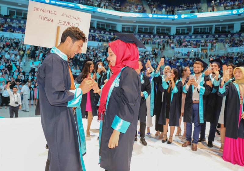 Üsküdar Üniversitesi görkemli törenle 4. mezunlarını uğurladı 6