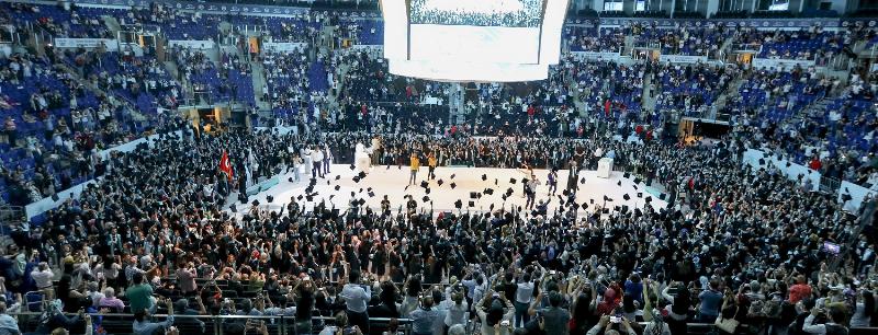 Üsküdar Üniversitesi görkemli törenle 4. mezunlarını uğurladı