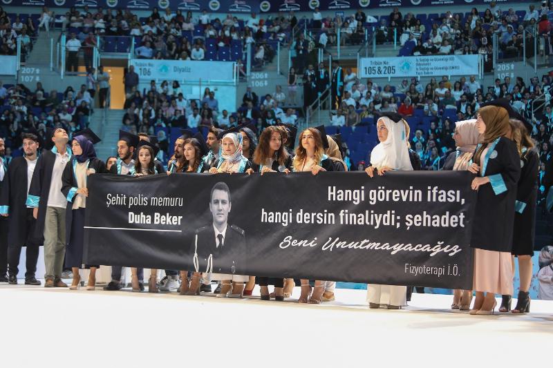Üsküdar Üniversitesi görkemli törenle 4. mezunlarını uğurladı 5