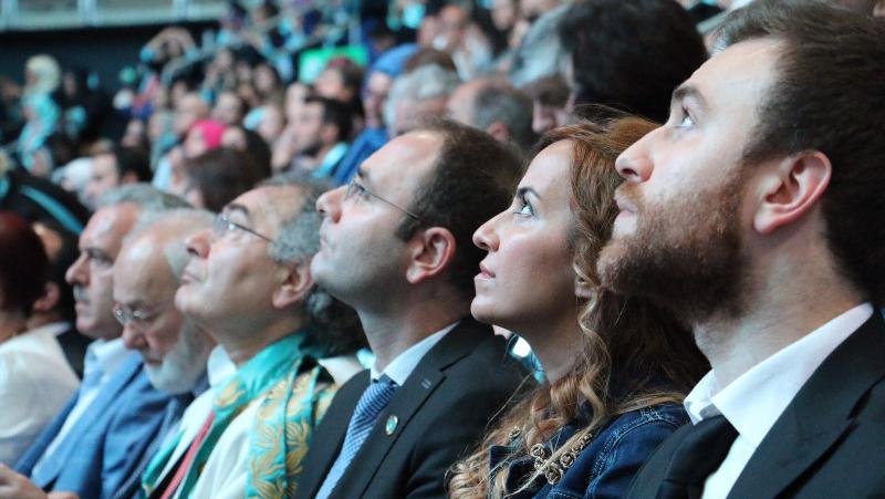 Üsküdar Üniversitesi görkemli törenle 4. mezunlarını uğurladı 3