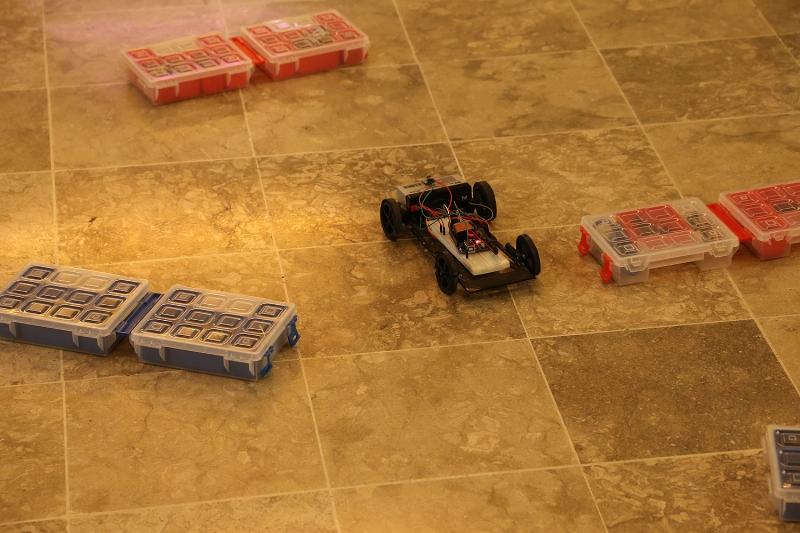Kendi yaptıkları akıllı robotları yarıştırdılar 3