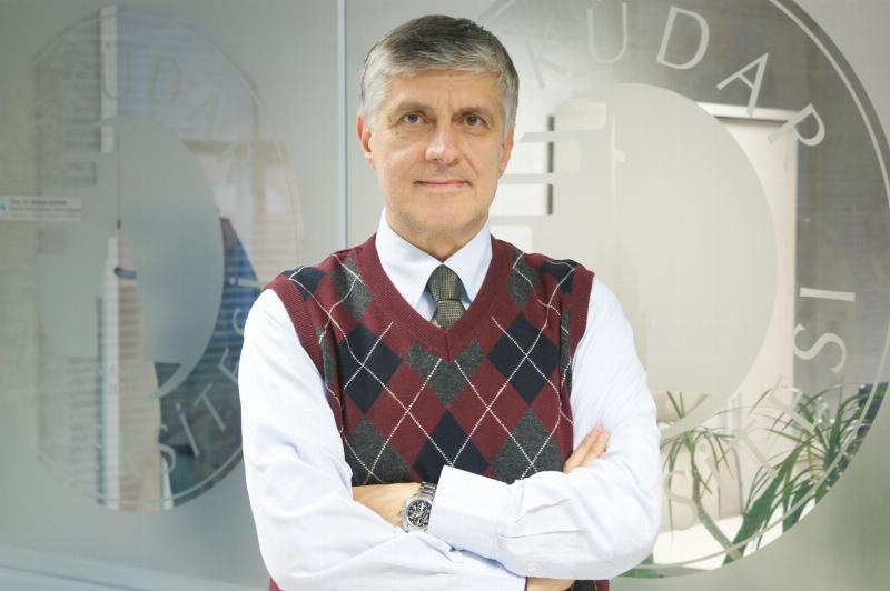 Prof. Dr. Tayfun Uzbay, beynin görünmeyen yüzünü yazdı 2