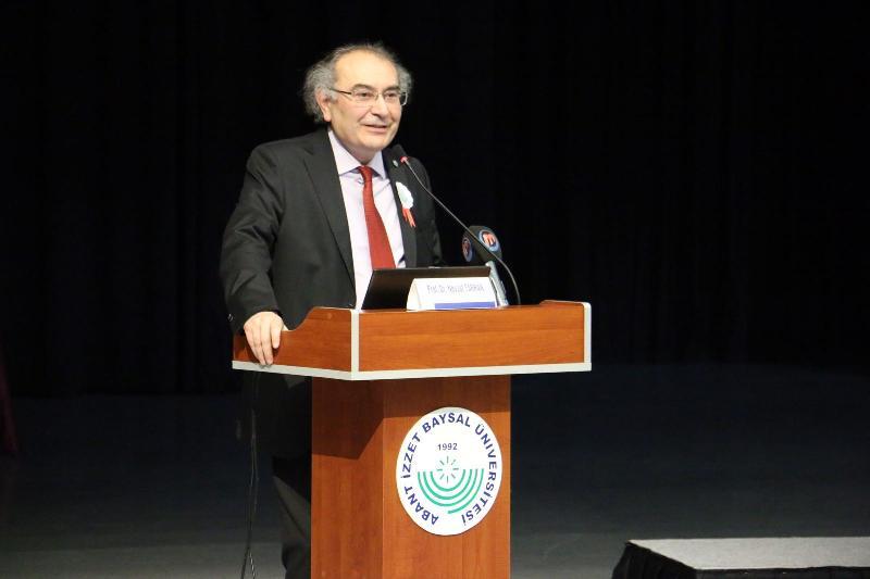 Prof. Dr. Nevzat Tarhan, Abant İzzet Baysal Üniversitesi'nde yeni akademik yılın ilk dersini verdi