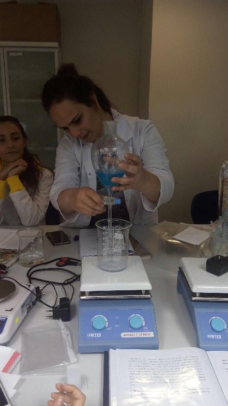 Genç kriminalistlerin ilk laboratuvar deneyimi 2