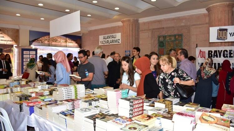 """Prof. Dr. Nevzat Tarhan: """"Kitap okumak bir kültürdür"""" 2"""