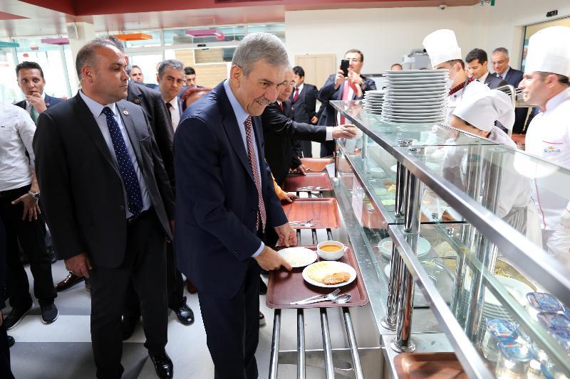 Yeni akademik yılın açılış dersi Sağlık Bakanı Dr. Ahmet Demircan'dan 6