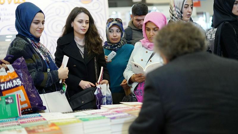Prof. Dr. Nevzat Tarhan hafta sonu TÜYAP'ta kitaplarını imzaladı