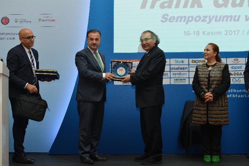 """Prof. Dr. Nevzat Tarhan """"Trafik olgunluğu olmayana ehliyet verilmemeli"""" 3"""